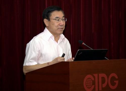 中国外文局原副局长,中国翻译协会常务副会长